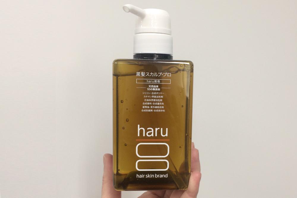 【写真付き】haruシャンプー「黒髪スカルプ・プロ」の白髪への効果とは?使い心地をレポート!