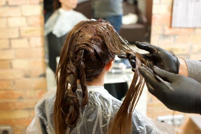 産後の抜け毛…美容院に行っても大丈夫?美容師さんにも聞いてみました!