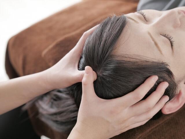 硬い頭皮を柔らかくして美髪を保つ!簡単セルフケアで育毛!