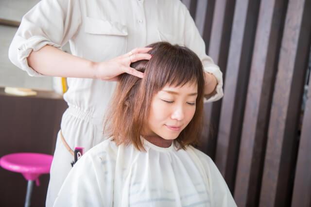 頭皮が赤くなる原因は?正しい頭皮ケアを美容師が教えます!