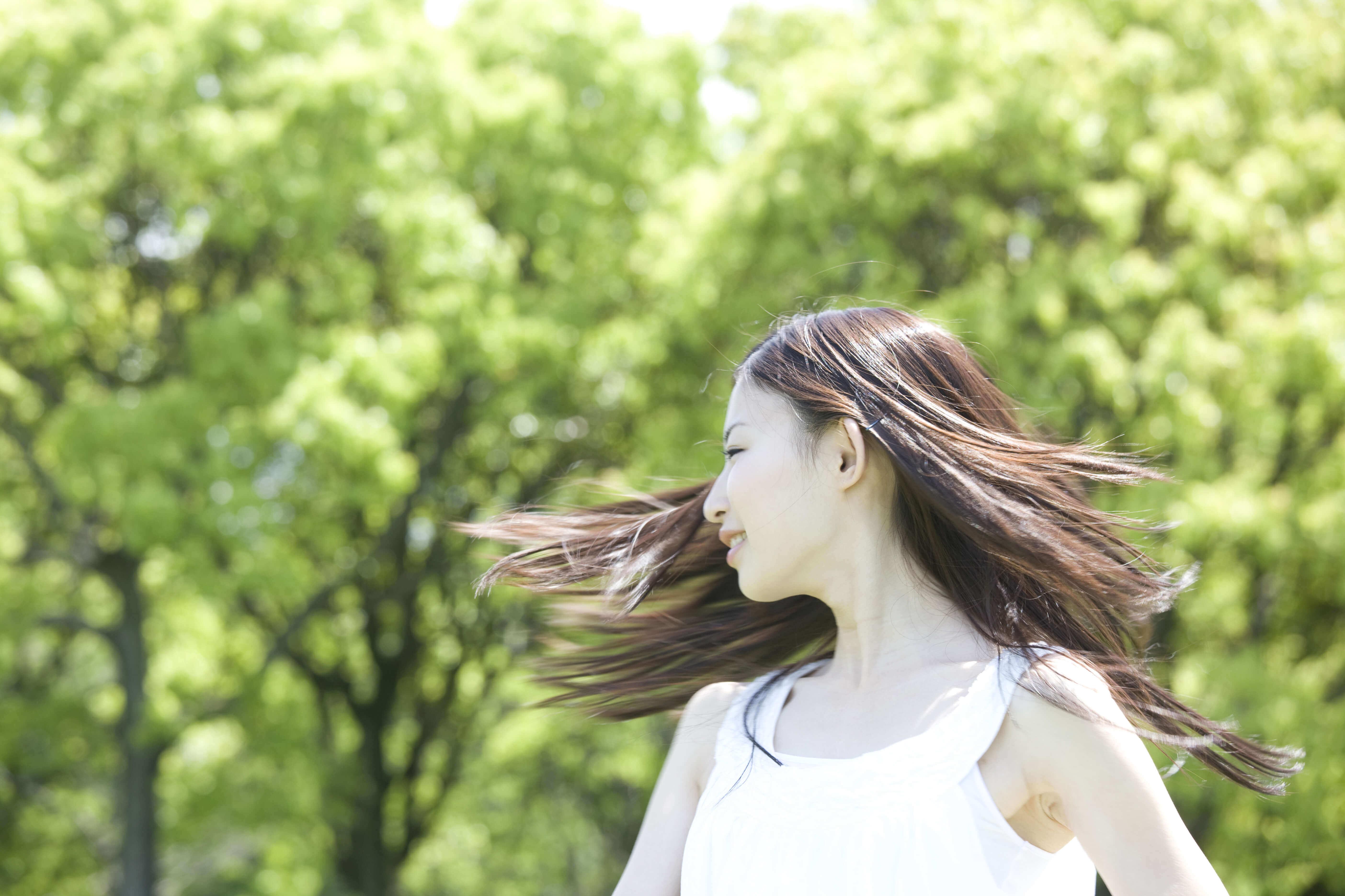 紫外線が髪に与えるダメージ!正しいケアと対策方法 -美頭皮のすすめ-